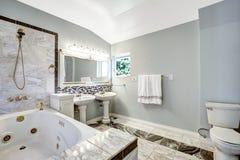 Łazienka z bełkowisko kąpielową balią Zdjęcia Royalty Free