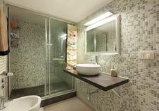 Łazienka z prysznic fotografia royalty free