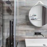 Łazienka z spacerem w prysznic fotografia royalty free