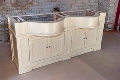 Łazienki bezcelowości gabinet dla dwa washbasins klasyczny meble Zdjęcie Royalty Free