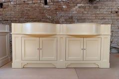 Łazienki bezcelowości gabinet dla dwa washbasins klasyczny meble Obraz Royalty Free