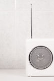 Łazienki biały nowożytny radio Zdjęcie Royalty Free
