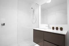 łazienki nowożytny czysty Fotografia Royalty Free