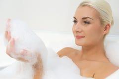 łazienki płuczkowi kobiety potomstwa fotografia stock
