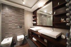 łazienki pucharu wnętrza ręcznik Fotografia Royalty Free