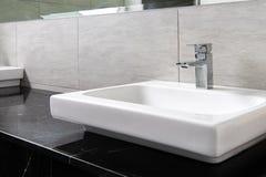 Łazienki wnętrze z zlew i faucet Obraz Stock