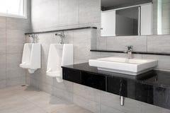 Łazienki wnętrze z zlew i faucet Fotografia Stock