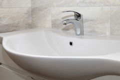 Łazienki wnętrze z zlew i faucet Zdjęcie Royalty Free