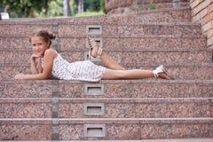 łgarscy dziewczyna schodki obrazy royalty free
