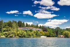 Łoś amerykański stróżówka, Jeziorny Rotoiti, NZ Zdjęcie Stock