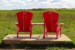 Łoś wyspy park narodowy, set krzesła lokalizować na żubr pętli drodze jako część ` parków Alberta Kanada, Czerwiec - 24, 2017 - Obraz Stock