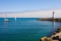 łodzi latarni morskiej żagiel Zdjęcia Royalty Free