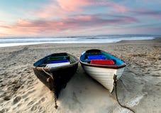 łodzi połowów na plaży Obrazy Royalty Free