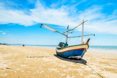 łodzi połowów na plaży Fotografia Royalty Free