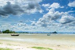 łodzi połowów na plaży Zdjęcie Stock