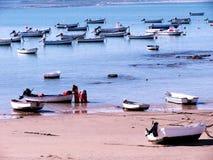 łodzi połowów na plaży Zdjęcia Royalty Free