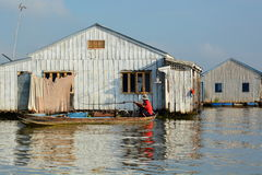 Łodzi rybackiej i wody domy delta Mekong Długi Xuyen Wietnam Zdjęcia Royalty Free