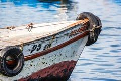 Łodzi rybackiej ` s łęk wewnątrz w Paracas, Peru zdjęcia stock