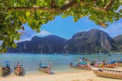 łodzi wyspy krajobrazu magiczny phi wschód słońca tajlandzki Thailand Zdjęcia Stock