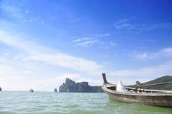 łodzi wyspy krajobrazu magiczny phi wschód słońca tajlandzki Thailand obrazy royalty free