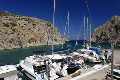 Łodzie cumować na Kalymnos wyspie Zdjęcia Stock