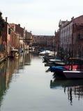 Łodzie cumować na Venice kanale fotografia stock