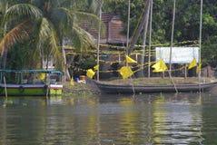 Łodzie dokować w Kerala stojących wodach Obrazy Royalty Free
