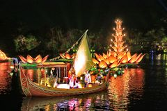 Łodzie i światła na wodzie zdjęcia royalty free