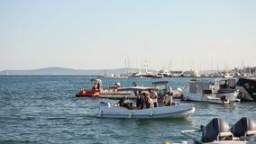 Łodzie na łódkowatym doku w rozłamu zbiory wideo