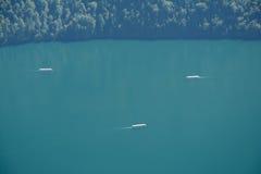Łodzie na jeziornym niedalekim Schonau am Konigssee, Niemcy Obrazy Stock