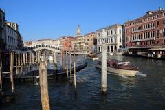 Łodzie na kanał grande w Wenecja, Włochy zdjęcia royalty free