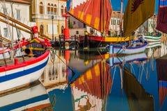 łodzie na kanału porcie Obrazy Royalty Free