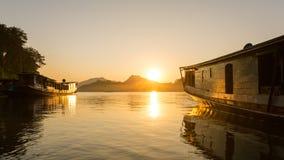 Łodzie na Mekong rzece, Luang Prabang obrazy royalty free