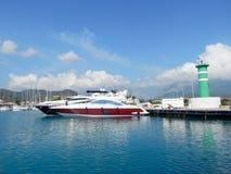 Łodzie na morze śródziemnomorskie kurorcie Obrazy Royalty Free