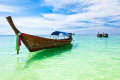 Łodzie na plaży, Tajlandia Obrazy Royalty Free