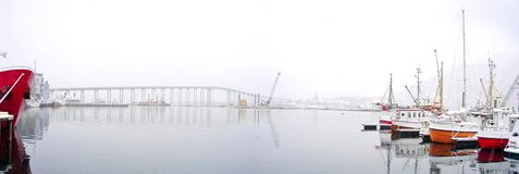 łodzie przerzucają most schronienie zima Fotografia Royalty Free