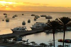 Łodzie przy Hurghada, Egipt przy zmierzchem obraz stock