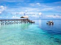 Łodzie przy nura miejscem w Sipadan wyspie, Sabah, Malezja zdjęcia stock