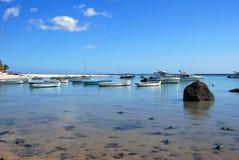 Łodzie przy plażą Fotografia Royalty Free