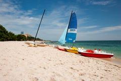 Łodzie przy Playa Ancon, Trinodad, Kuba zdjęcia royalty free