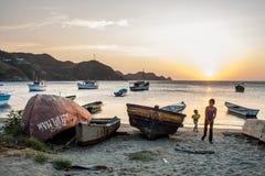 Łodzie przy Taganga zatoką Obrazy Royalty Free