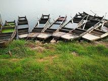 Łodzie rybackie jeziorem fotografia stock