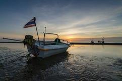 Łodzie rybackie na huahin plaży, Tajlandia Obrazy Stock