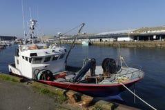 Łodzie rybackie przy molo przy połowu schronieniem Lorient, Brittany, Francja Zdjęcie Stock