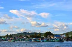 Łodzie rybackie przy schronieniem w Phu Quoc, Wietnam obrazy royalty free