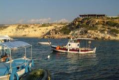 Łodzie rybackie w Ayios Giorgios schronieniu w południowym Cypr zdjęcie royalty free