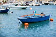 Łodzie rybackie w małym porcie Bari, Apulia obrazy royalty free