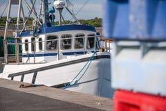 Łodzie rybackie w schronieniu zdjęcie stock