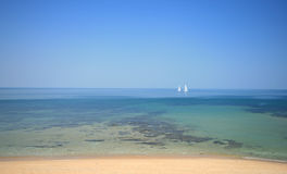łodzie target1610_1_ tropikalną wodę Obraz Royalty Free