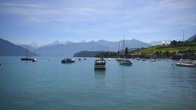 Łodzie unosi się na jeziornym Thun zbiory wideo